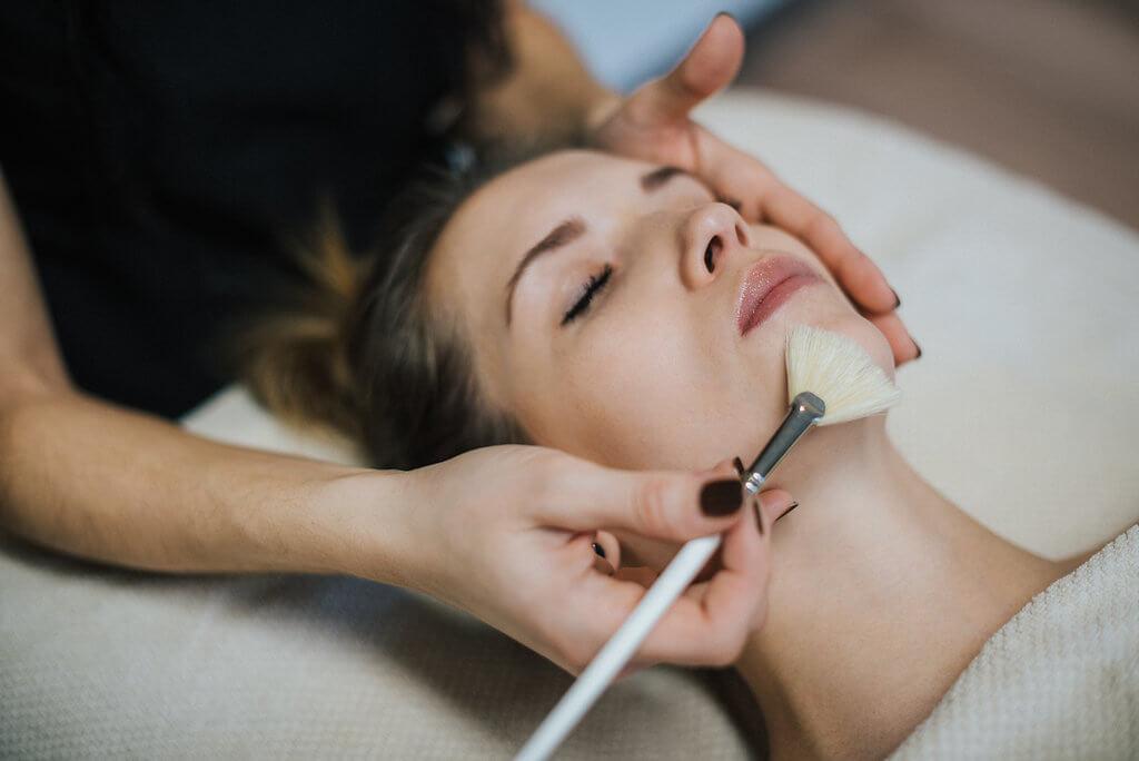daniela's kosmetik von kopf bis fuß | Die Plastischen Chirurginnen Tirol